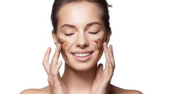Coffee scrubbing gives you natural glowing skin
