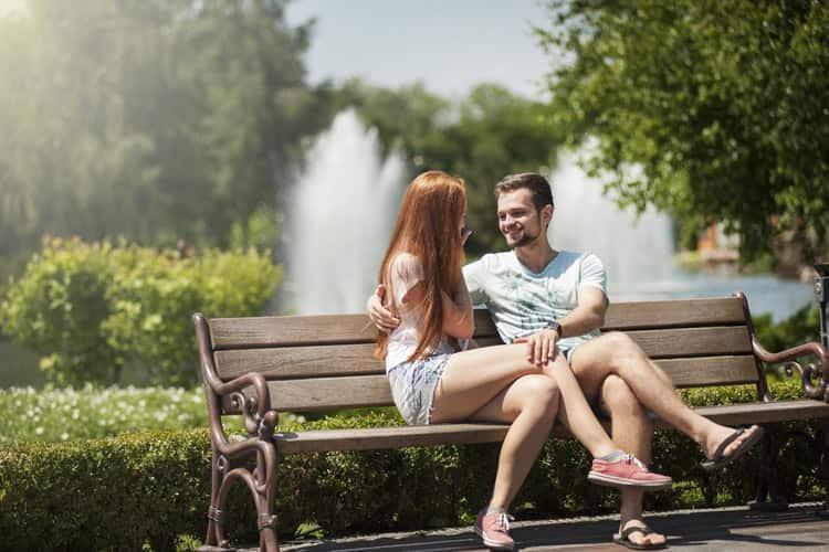 अगर लड़का आपसे पूछे की आप सिंगल हैं या नहीं, यह बताएं कि वह आपमें रूचि रखता है – If He's In Love With You He Enquires If You Are Single In Hindi