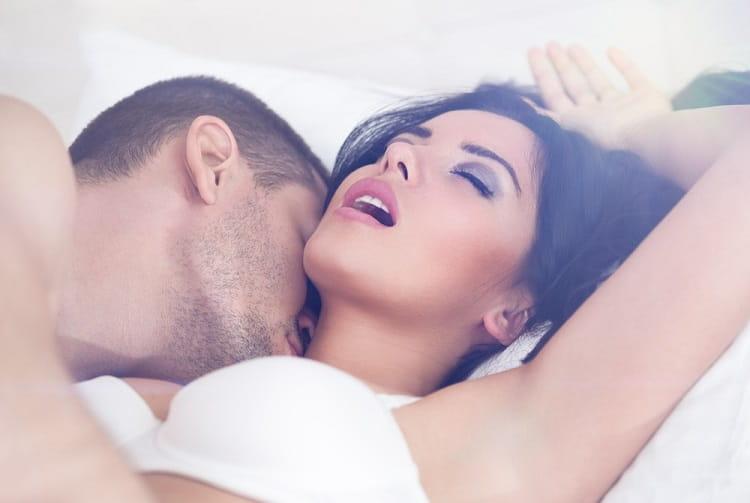 औरत को सेक्स के लिए गरम करने के लिए क्लिटोरिस सहलाये - Clitoris sahlane se uttejit hoti hain mahilayen in hindi